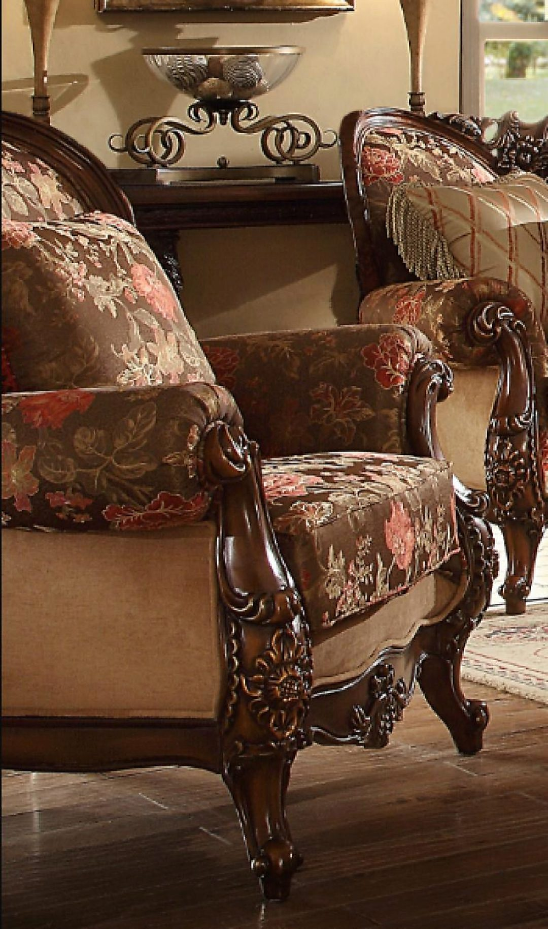 Traditional Victorian Royal HD-39 Accent Chair in Beige by Homey Design