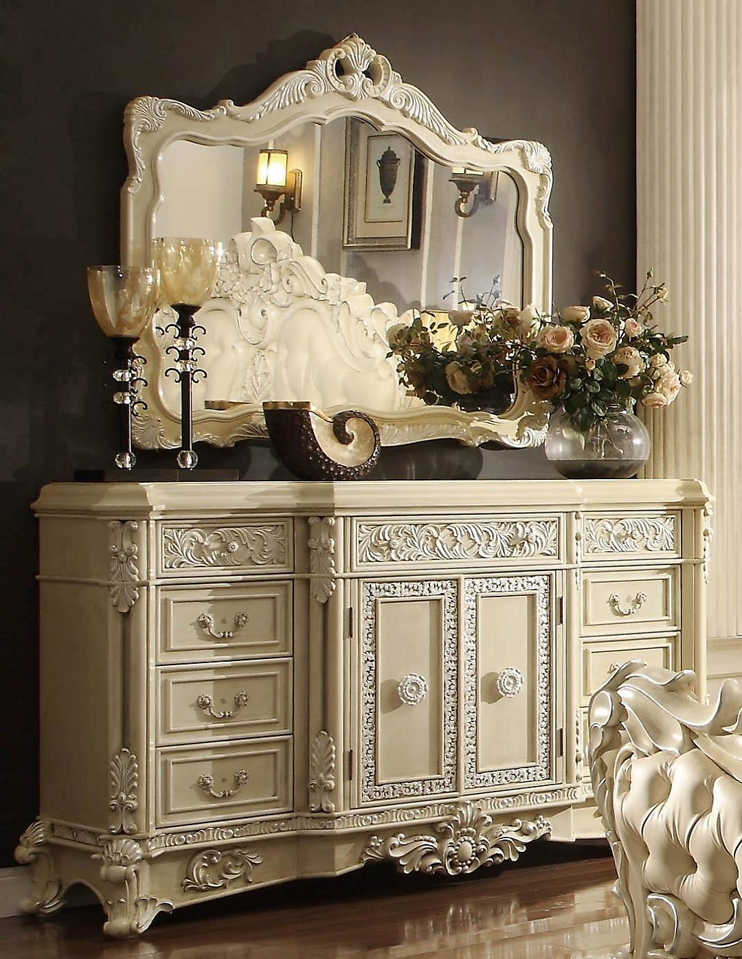 Traditional Luxury Cream HD-5800-DM Dresser by Homey Design
