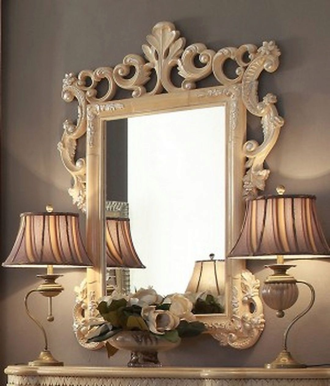 Traditional Victorian Ornately HD-7266 Mirror in Gold by Homey Design