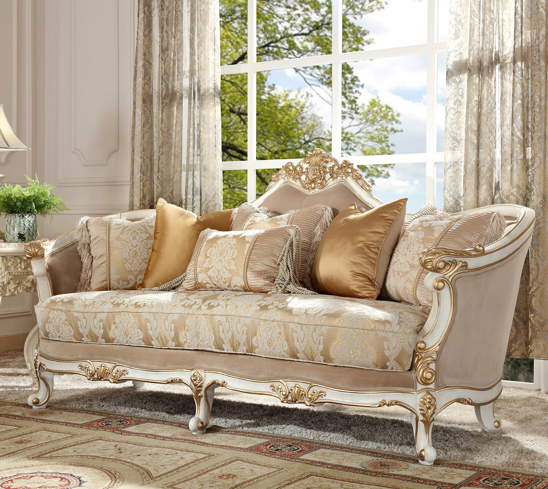 Traditional Sofa in White Fabric Traditional Style Homey Design HD-2669