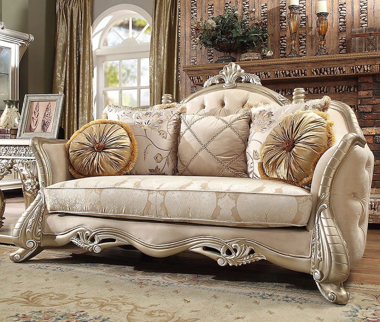 Traditional Loveseat in Beige Fabric Traditional Style Homey Design HD-661