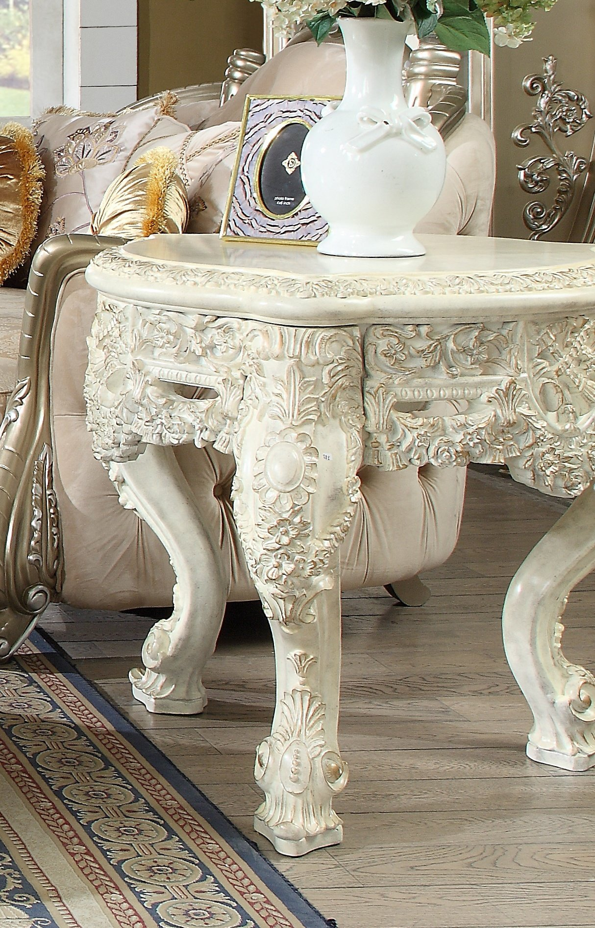Traditional End Table in White Wood Traditional Style Homey Design HD-8030
