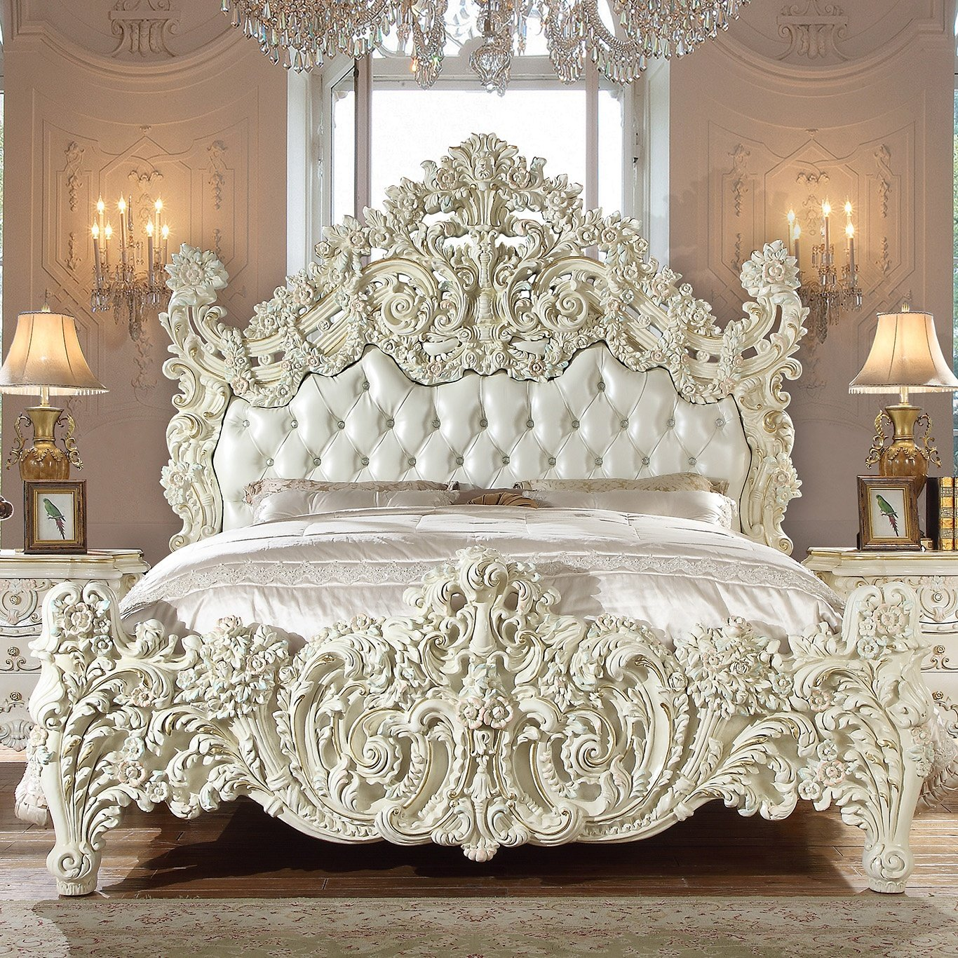 Traditional Eastern King Bed in White Leather Traditional Style Homey Design HD-8089