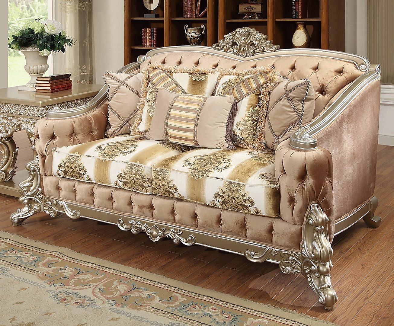 Traditional Loveseat in Gray Fabric Traditional Style Homey Design HD-820